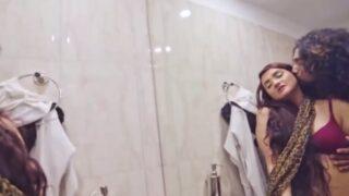 Bathroom mai Hot Ladki ke Sath Chudai Video